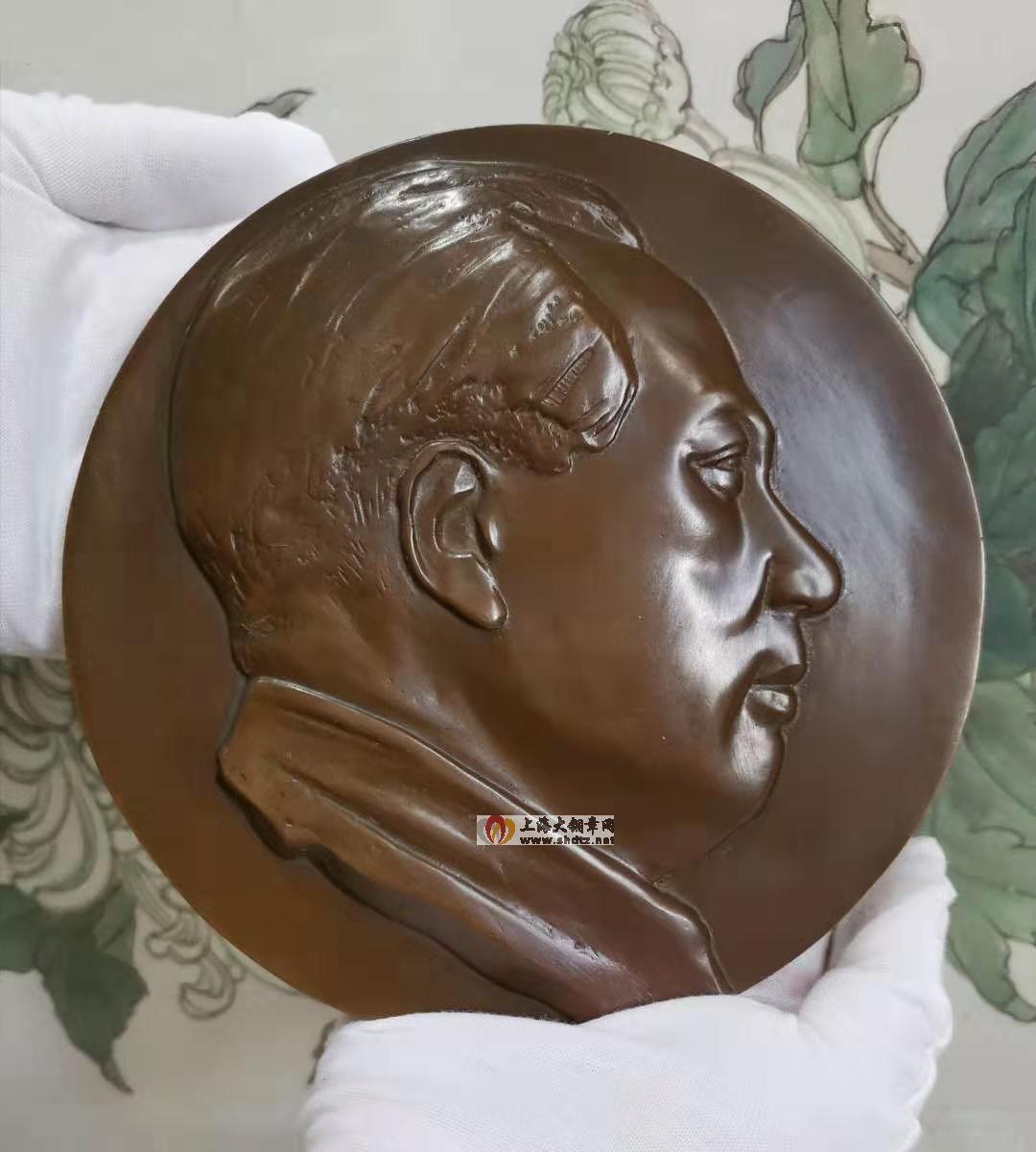 新浪:新中国缔造者毛泽东浇铸铜章在沪发行