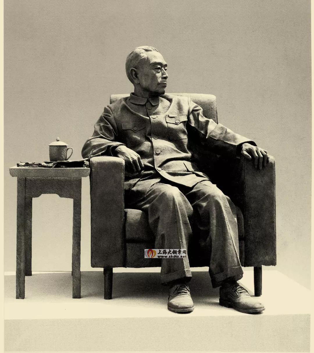 鞠躬尽瘁 / 班陵生 / 125 × 110 × 117 cm / 玻璃钢 / 1999